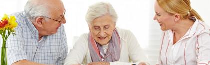 Maison de retraite ou aide à domicile : comment faire son choix ?