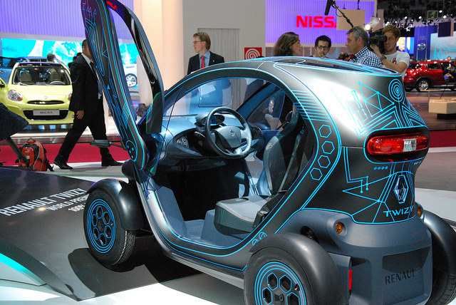 Voiture électrique Renault Twizy présenté au salon de l'auto en 2010