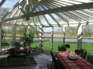 Installation de veranda aluminium, illustration de Veranda Confort pour le Salon de l'Habitat.